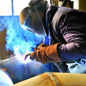 mig-welding-a-large-pipe